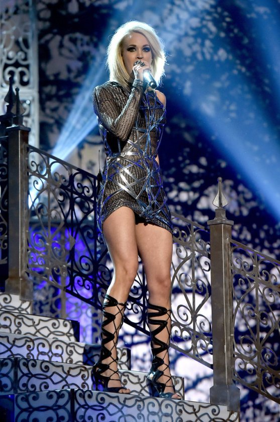 Carrie-Underwood-Performance-Dress-ACM-Awards-2016
